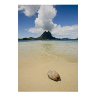 Visit to small picnic island in lagoon at Bora 2 Poster