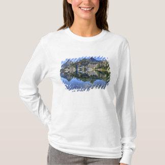 WA, Alpine Lakes Wilderness, Gem Lake, with 2 T-Shirt