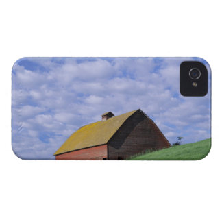 WA, Whitman County, Red barn and clouds iPhone 4 Case-Mate Case