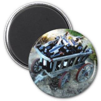 wagon of wine bottles 6 cm round magnet