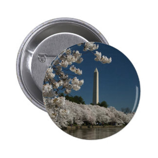 Washington monument in cherry blossoms 6 cm round badge