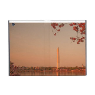Washington Monument Sakura at sunset. iPad Mini Cover