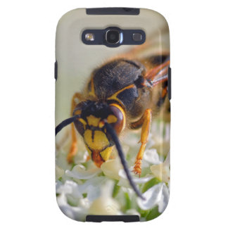 Wasp on white flower samsung galaxy s3 cover