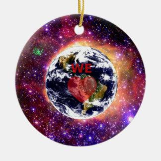 WE LOVE EARTH. ROUND CERAMIC DECORATION