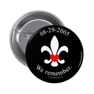 We remember 6 cm round badge