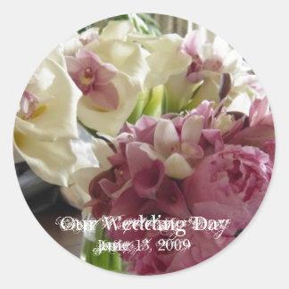 Wedding Bouquet 2 Round Sticker