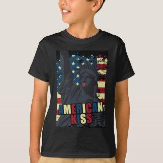 Wellcoda Liberty Statue Kiss America Lips T-Shirt