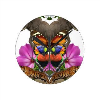 Wellcoda Wild Animal Paradise Pearl Clam Round Clock