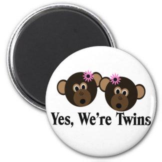 We're Twins 2 Girls Monkeys 6 Cm Round Magnet