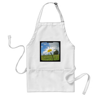 White and Yellow Daisy Standard Apron