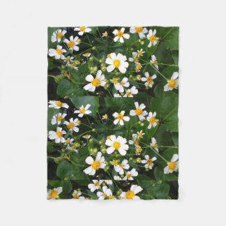 WHITE AND YELLOW FLOWERS FLEECE BLANKET