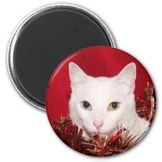 White cat Christmas 6 Cm Round Magnet