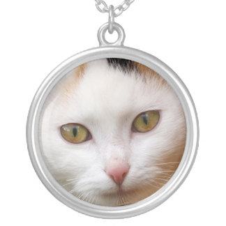White cat round pendant necklace