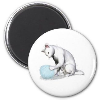 White Cat with Ball of Yarn 6 Cm Round Magnet