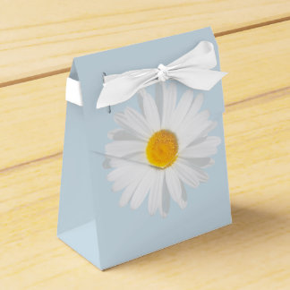 white daisy favour box