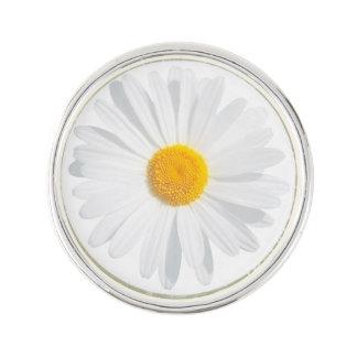 white daisy lapel pin