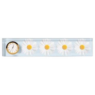 white daisy nameplate