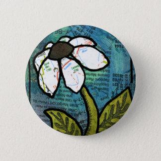 White Daisy on Blue Background - Collage 6 Cm Round Badge