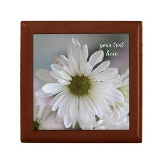 White daisy small square gift box