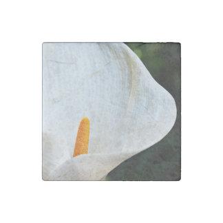 White flower stone magnet