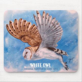 WHITE OWL IN FLIGHT MOUSE MAT