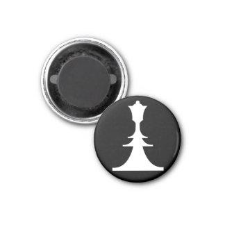 white queen 3 cm round magnet