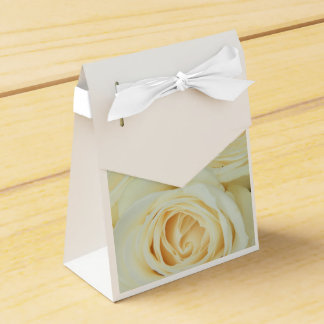 White roses by Therosegarden Favour Box