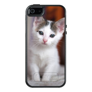 White Spotted Kitty OtterBox iPhone 5/5s/SE Case