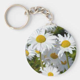 White spring daisies keychains