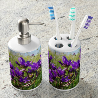 Wild elegant purple flower bathroom set