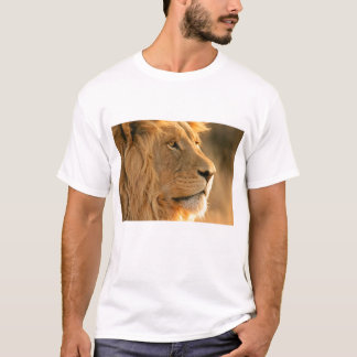 Wild lion face the animals  king T-Shirt