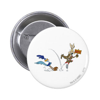 Wile E Coyote and ROAD RUNNER™ Acme Products 7 6 Cm Round Badge