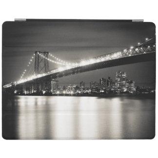 Williamsburg bridge in New York City at night iPad Cover