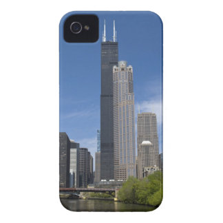Willis Tower (previously the Sears Tower) looms iPhone 4 Covers