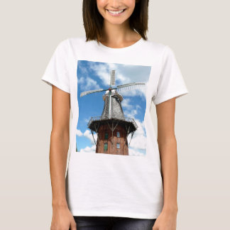 Windmill wing facing challenges bravely T-Shirt
