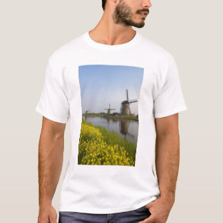 Windmills along the canal in Kinderdijk, T-Shirt