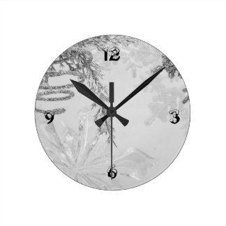 """""""Winter Wonderland"""" series v Round Clock"""