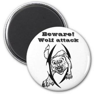 Wolf bites 6 cm round magnet