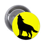 Wolf Howling at the Moon. 6 Cm Round Badge