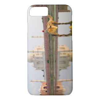 World famous Taj Mahal temple burial site at iPhone 8/7 Case
