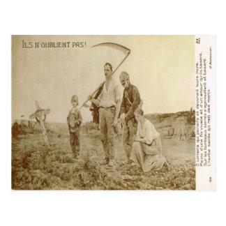 """World War I,   French family, """"Never forgotten"""" Postcard"""