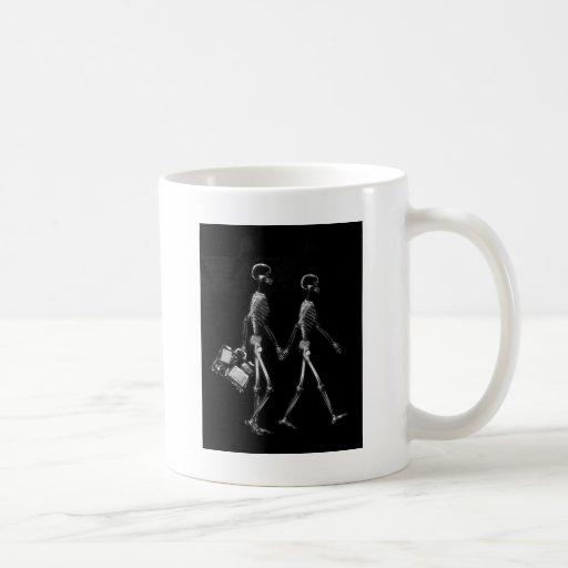 X-Ray Skeleton Couple Travelling Black White Coffee Mugs