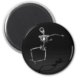 X-RAY SKELETON JOY LEAP B&W 6 CM ROUND MAGNET