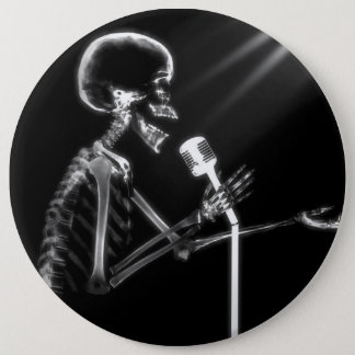 X-RAY SKELETON SINGING ON RETRO MIC - B&W 6 CM ROUND BADGE