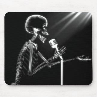X-RAY SKELETON SINGING ON RETRO MIC - B&W MOUSE MAT