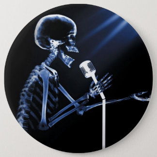 X-RAY SKELETON SINGING ON RETRO MIC - BLUE 6 CM ROUND BADGE