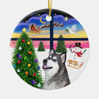 Xmas Window - Alaskan Malamute Round Ceramic Decoration