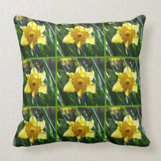 Yellow Daffodil 03.5.g Throw Pillow