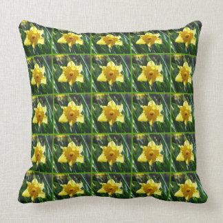 Yellow Daffodil 03.6.g Throw Pillow
