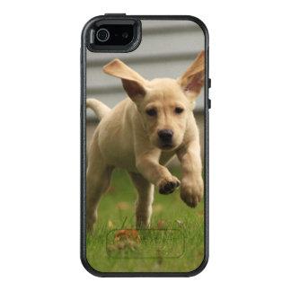 Yellow Labrador Puppies Running OtterBox iPhone 5/5s/SE Case